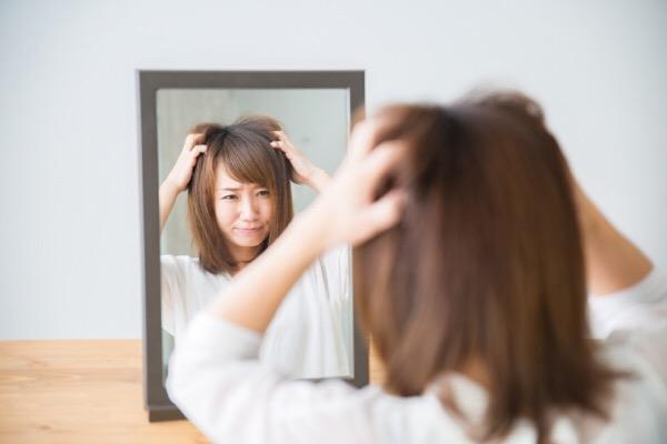 【片側だけ髪が跳ねる】その原因とその対処法のまとめ